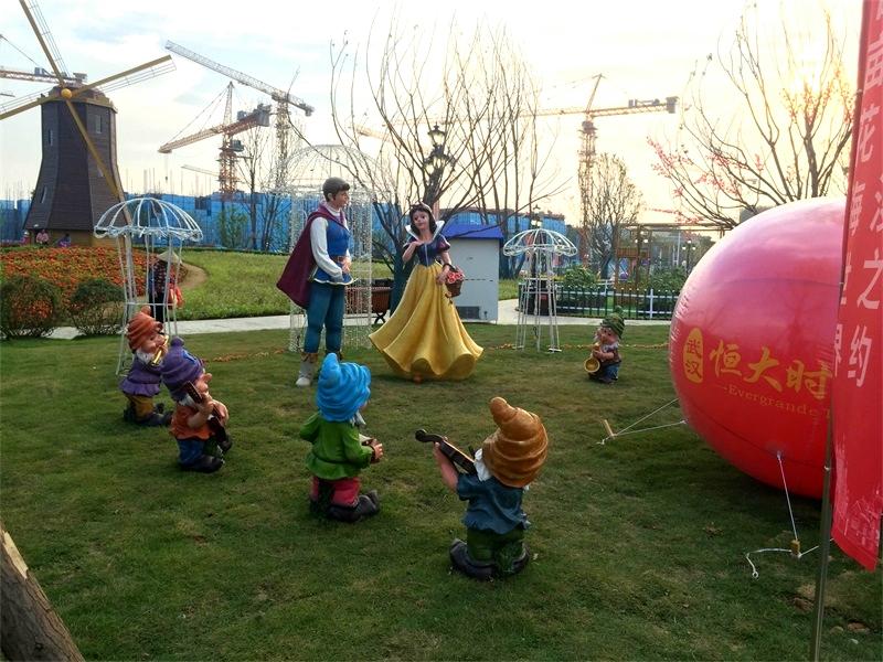 玻璃钢卡通人物白雪公主与小矮人